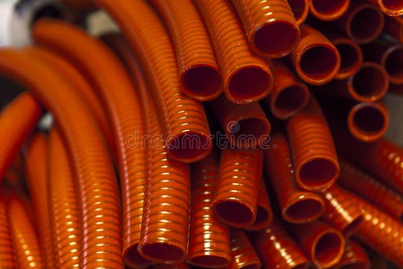 Rote Plastikschläuche stockfoto