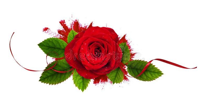 Rote rosafarbene Blume und Seidenband in einem Blumengesteck auf gebürstetem Fleck stockbild