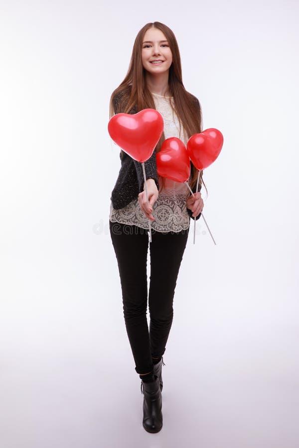 Rote Rose Schöne junge Frau mit rotem Ballonherzen stockbilder