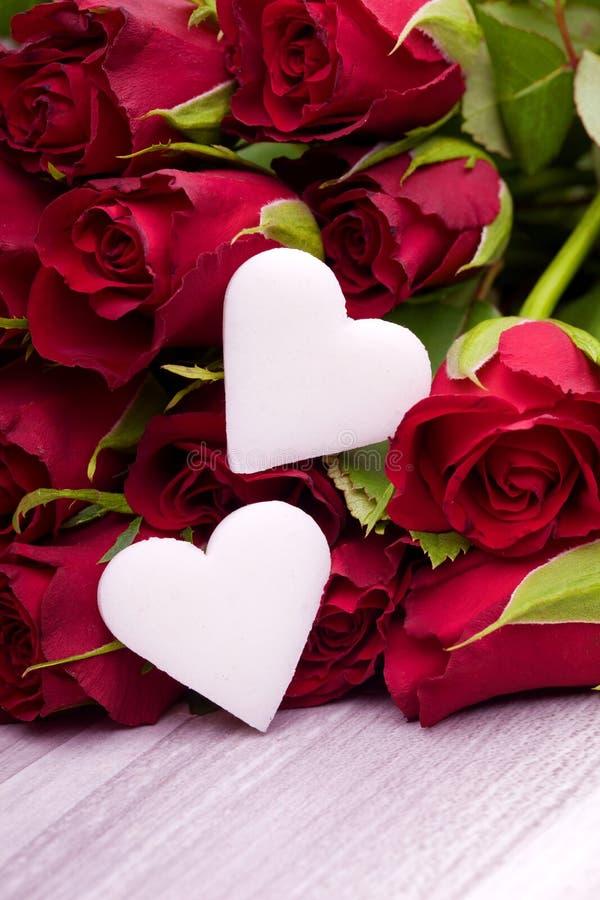 rote rosen f r muttertag stockfoto bild von geschenk. Black Bedroom Furniture Sets. Home Design Ideas