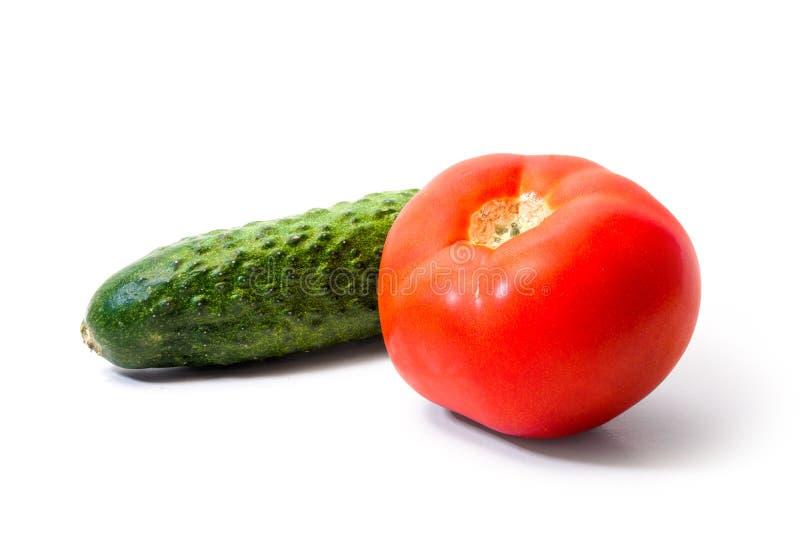 Rote saftige Tomate und grüne Gurke Sommergemüse Nahrung stockbild