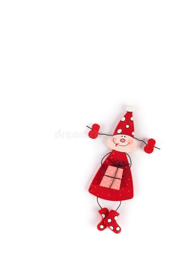 Rote Santa Female Troll mit Geschenk, langen Gray Hat- und Perlenhalsketten, handgemachte skandinavische Weihnachtsdekoration stockfotos