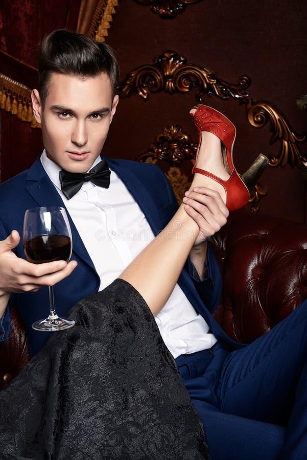 Rote Schuhe stockbild