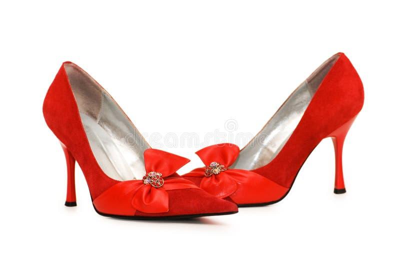 Rote Schuhe getrennt auf dem weißen Hintergrund stockfotografie