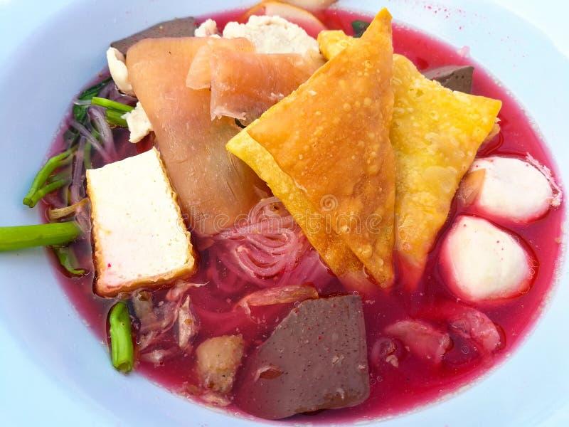 rote Suppe Nudeln lizenzfreie stockfotos