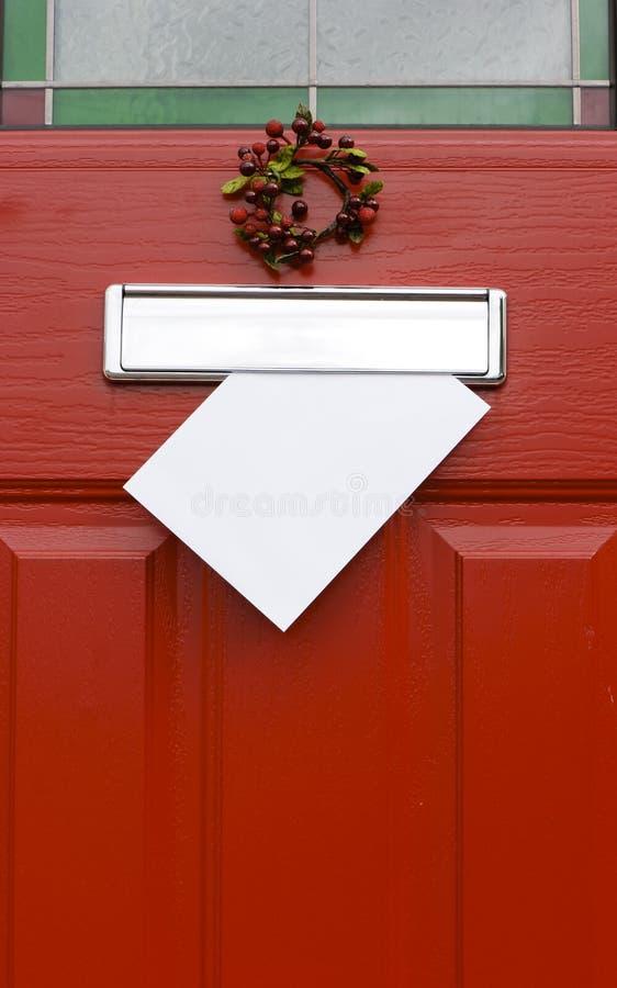 Rote Tür, Weihnachtspfosten. stockbilder