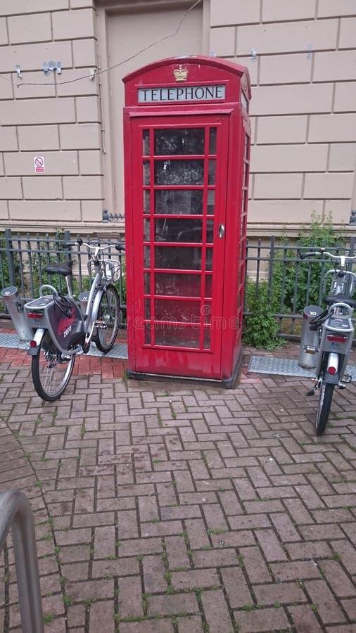 Rote Telefonzelle lizenzfreie stockbilder