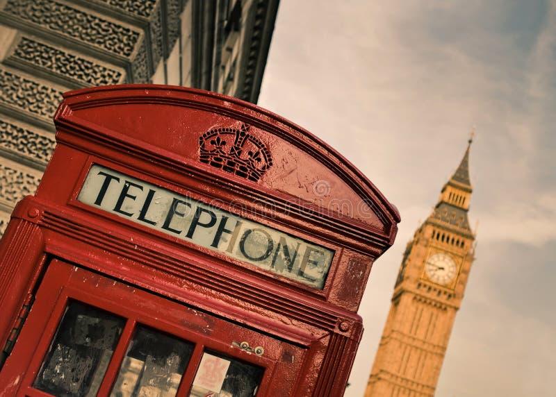 Rote Telefonzelle und Big Ben lizenzfreies stockbild