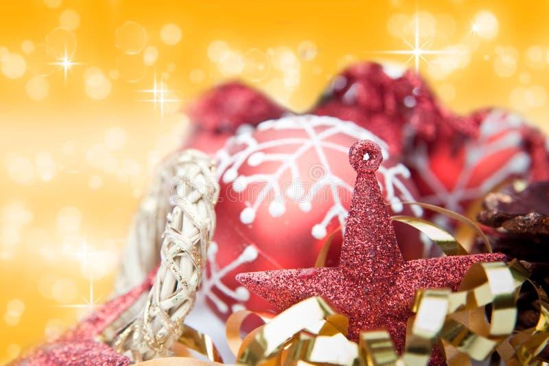Rote Thema Weihnachtsdekorationen lizenzfreie stockbilder