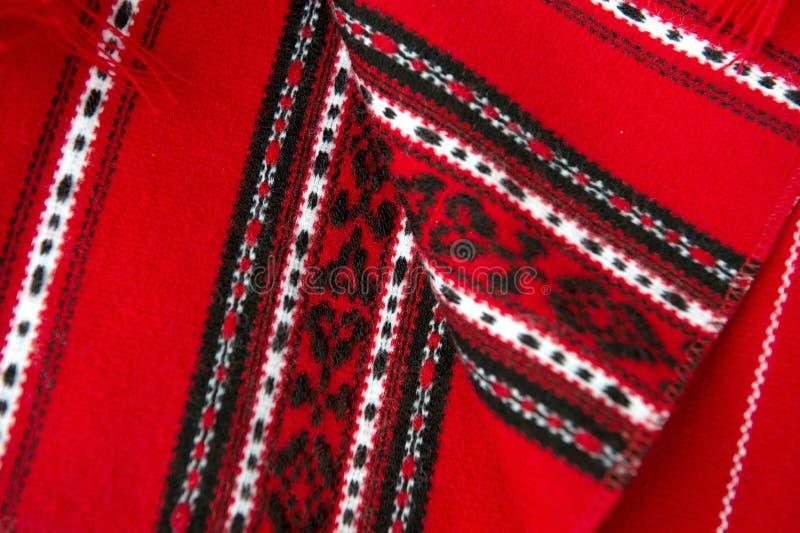 Rote traditionelle rumänische Teppiche stockfoto