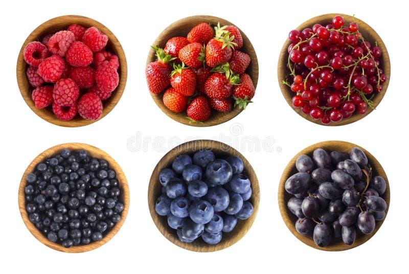 Rote und blaue Nahrung Himbeeren, Erdbeeren, rote Johannisbeeren, Blaubeeren, Heidelbeeren und Trauben lizenzfreies stockbild