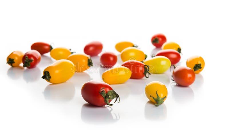 Rote und gelbe Pfefferkirschtomaten lizenzfreies stockbild