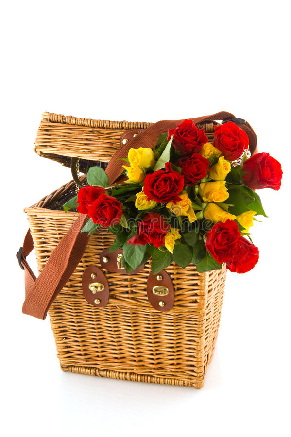 Rote und gelbe Rosen des Blumenstraußes stockbilder