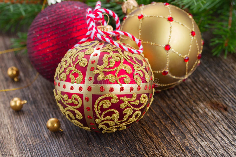 Download Rote Und Goldene Weihnachtskugeln Stockfoto - Bild von tanne, glas: 47100478