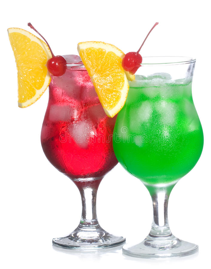 Rote und grüne Cocktails mit Früchten stockfotografie