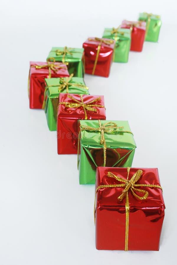 Rote und grüne Geschenke lizenzfreies stockbild