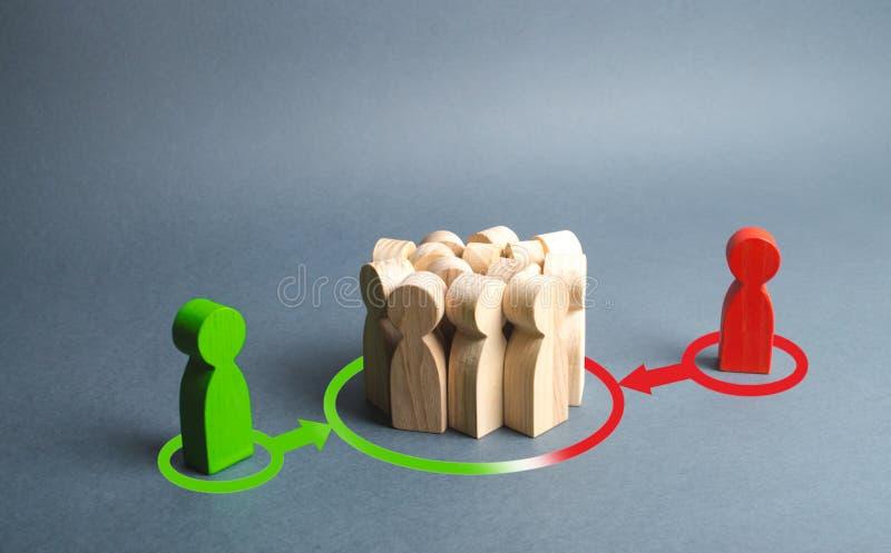 rote und grüne Zahlen von Leuten die Menge beeinflussen Druck, Einfluss auf die öffentliche Meinung, stehend, Gesichtspunkt, Vers lizenzfreie stockfotos