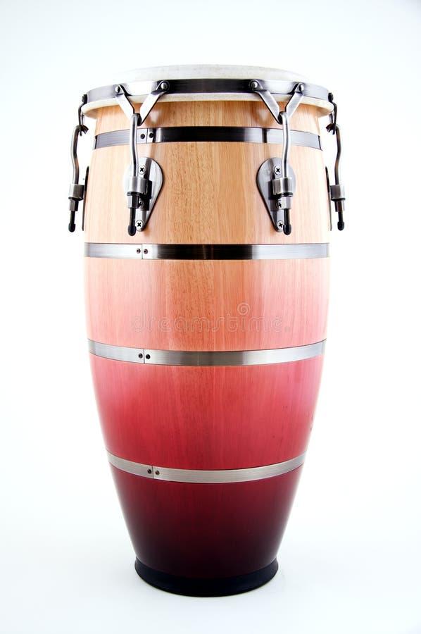 Rote und weiße Conga-Trommel auf Weiß stockbilder