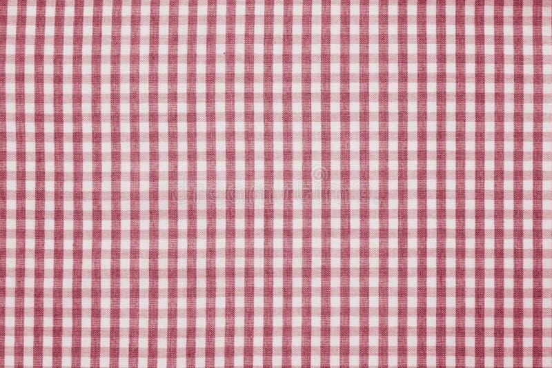 Rote und weiße karierte Gewebehintergrundbeschaffenheit lizenzfreie stockfotos