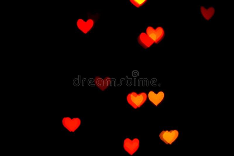Rote unscharfe Lichter in Form der Herzen in der Dunkelheit vektor abbildung