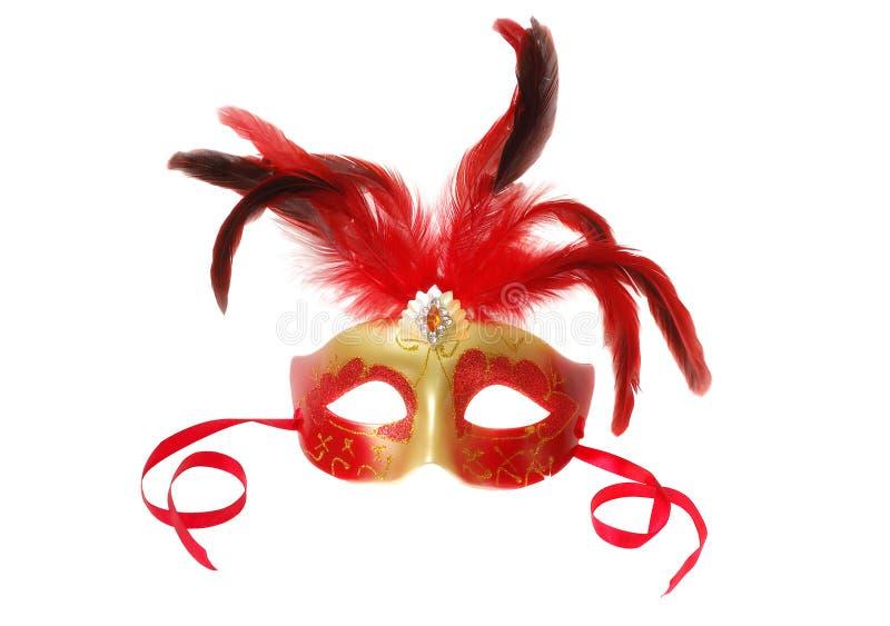 Rote venetianische Karnevalsmaske mit Federn auf dem Weiß lizenzfreie stockfotos