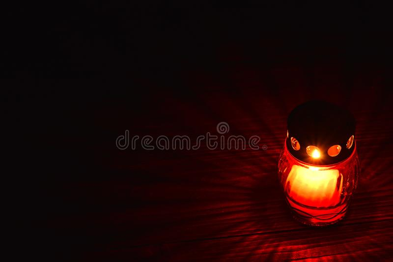 Rote votive Kerze stockfoto