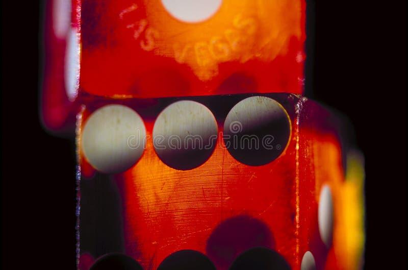 Rote Würfel, die Las Vegas spielen stockfotos