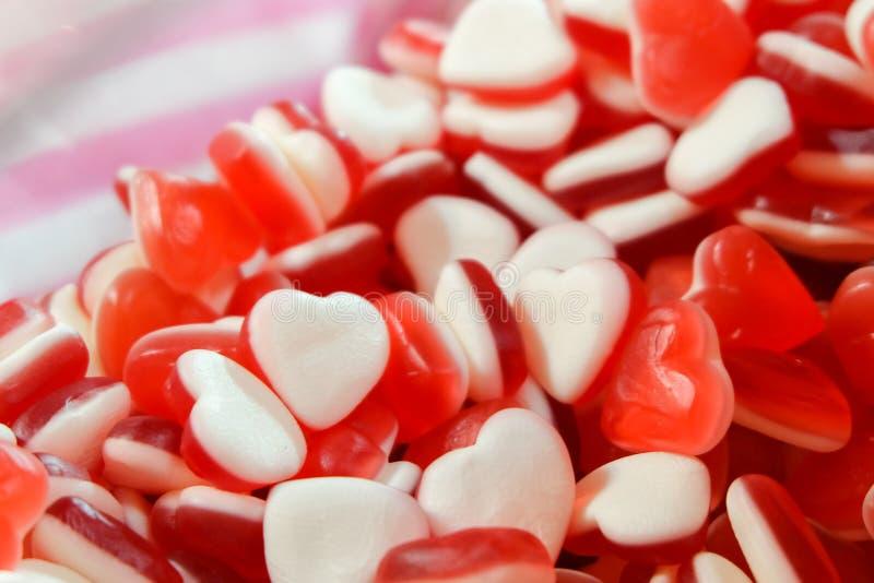 Rote weiße Herzform Jelly Candy-Bonbonsnackgruppe Bonbon für Valentinsgrußtageshintergrund lizenzfreies stockbild