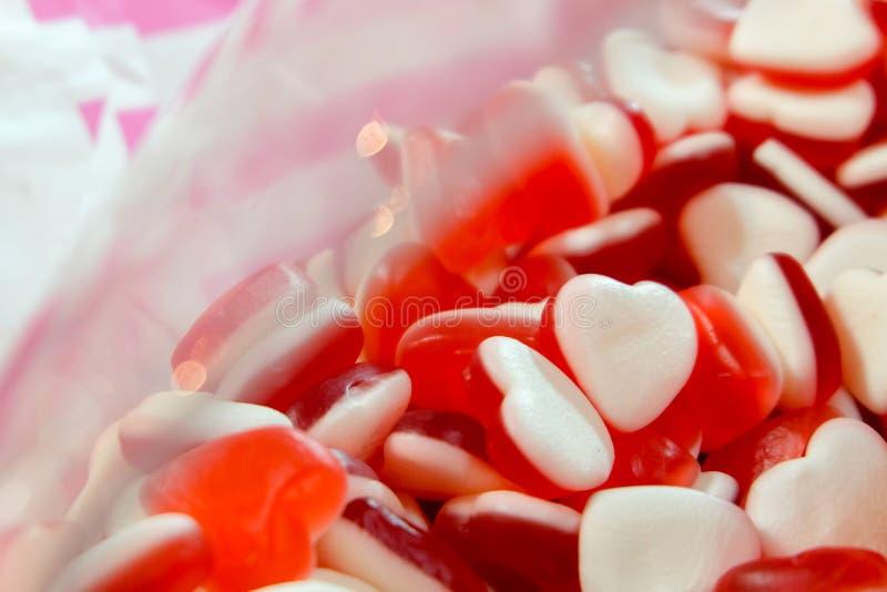Rote weiße Herzform Jelly Candy-Bonbonsnackgruppe Bonbon für Valentinsgrußtageshintergrund stockbilder