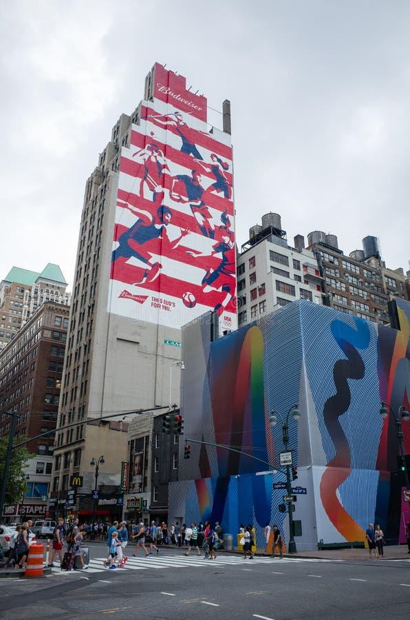 Rote, weiße und blaue Anzeige Olympischer Spiele Budweisers Rio 2016 malte O stockfoto