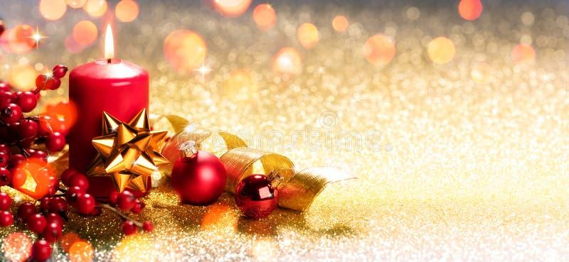 Rote Weihnachtskerze stockbild