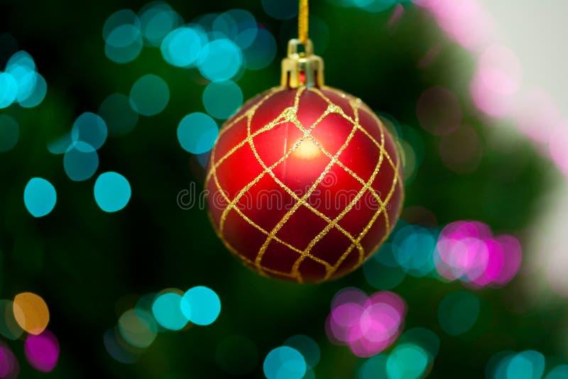 Rote Weihnachtskugel stockfotos