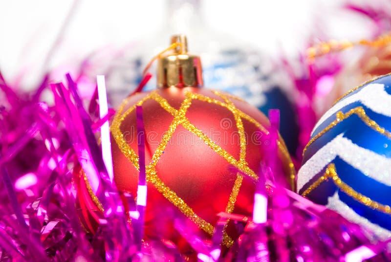 Rote Weihnachtskugeln. lizenzfreie stockbilder
