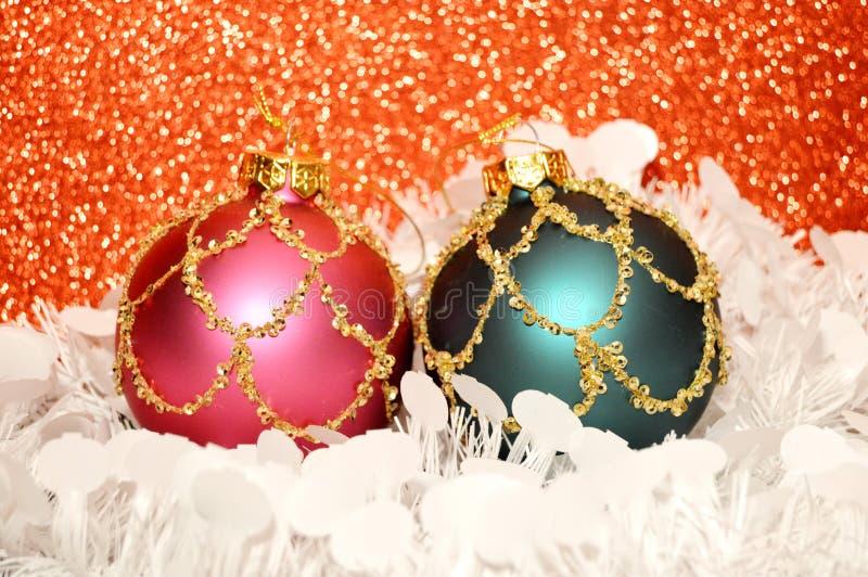 Rote Weihnachtsverzierung mit Gold lizenzfreie stockbilder