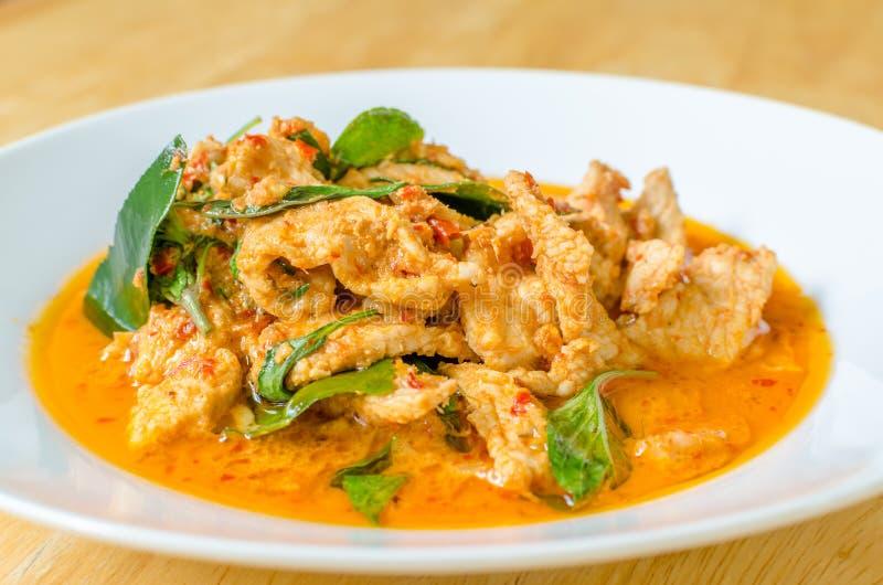 Rote wohlschmeckende Curry-Paste mit Schweinefleisch und Kokosmilch lizenzfreie stockbilder