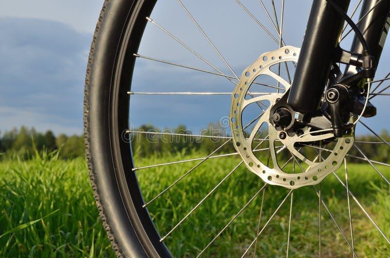 Rotella della bici di montagna con il freno a disco immagine stock