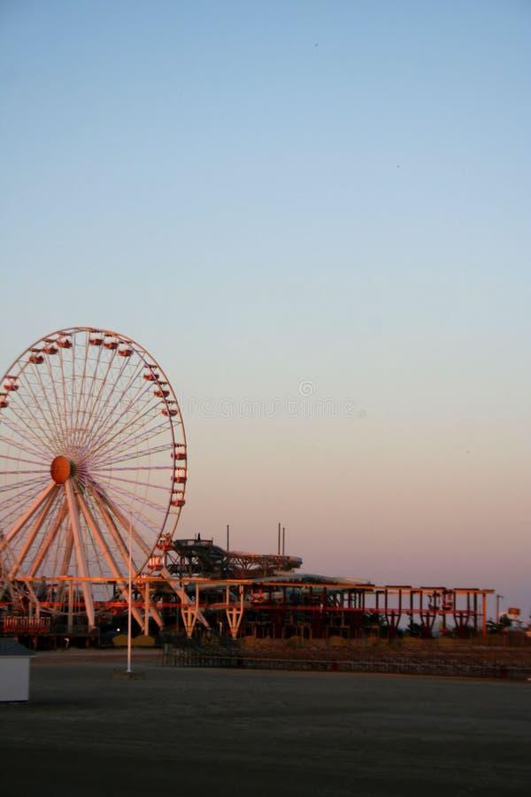 Rotella di Ferris sulla spiaggia fotografia stock libera da diritti