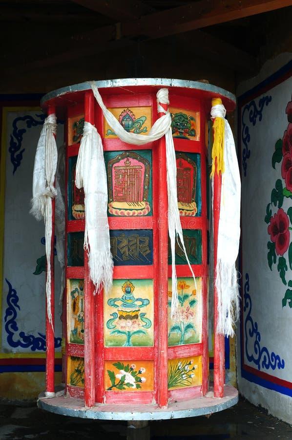 Rotella di preghiera tibetana enorme fotografia stock libera da diritti