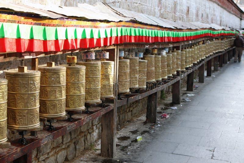 Rotelle di preghiera tibetane immagine stock