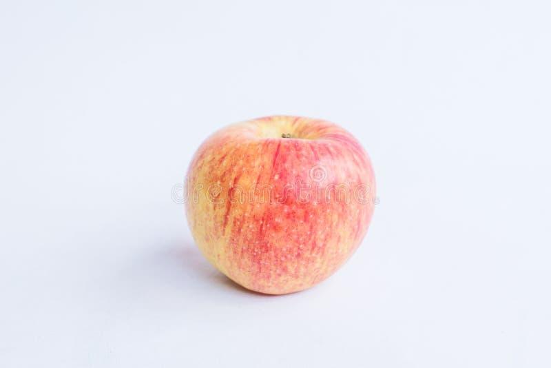 Roter Apfel auf einem Weiß lokalisierten Hintergrund lizenzfreie stockfotografie