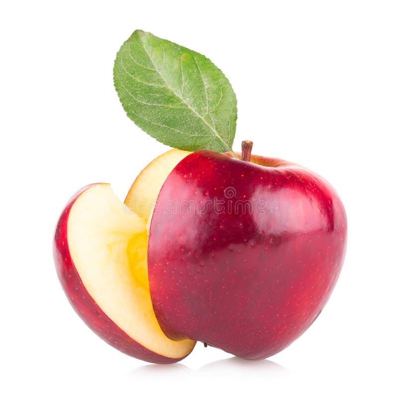 Roter Apfel mit einer Scheibe stockfotografie