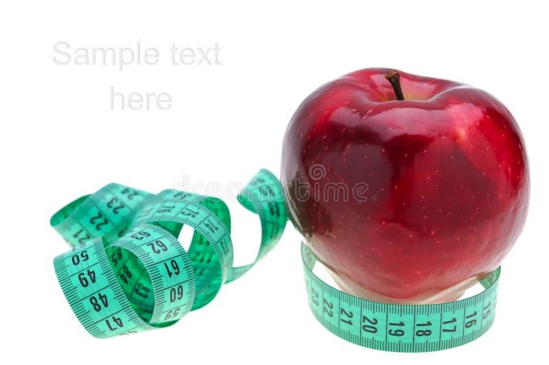 Roter Apfel und Maßband lizenzfreie stockfotos