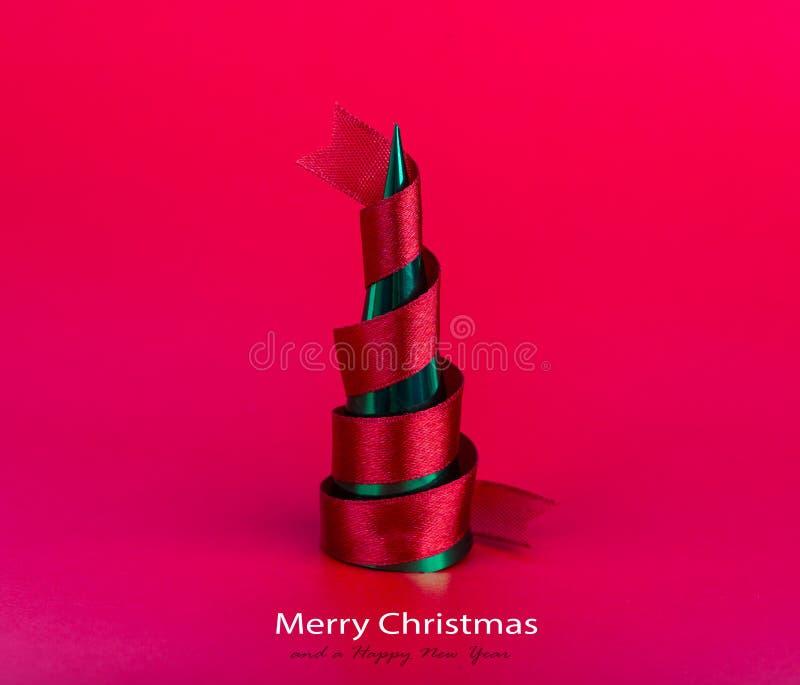 Roter Band-Weihnachtsbaum stockfotos