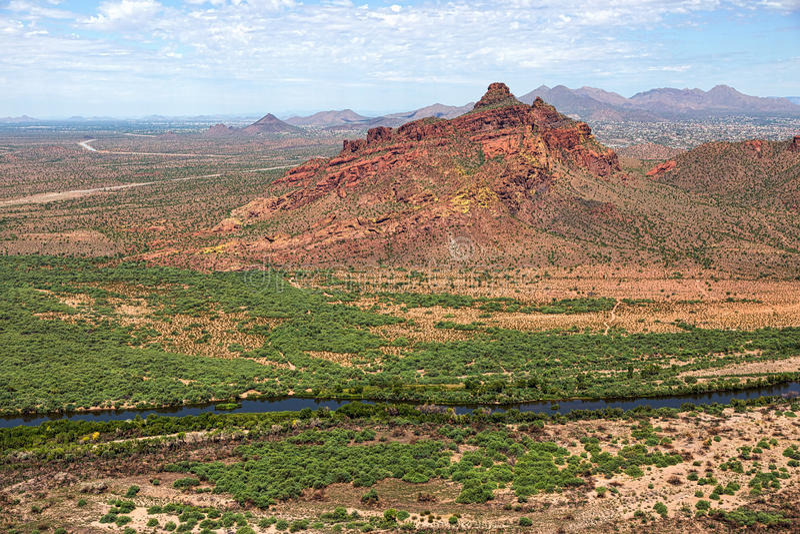 Roter Berg in Ostmesa, Arizona lizenzfreie stockfotos
