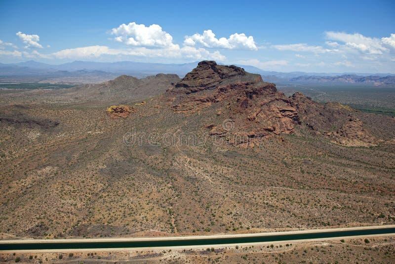 Roter Berg und Arizona-Kanal stockbilder