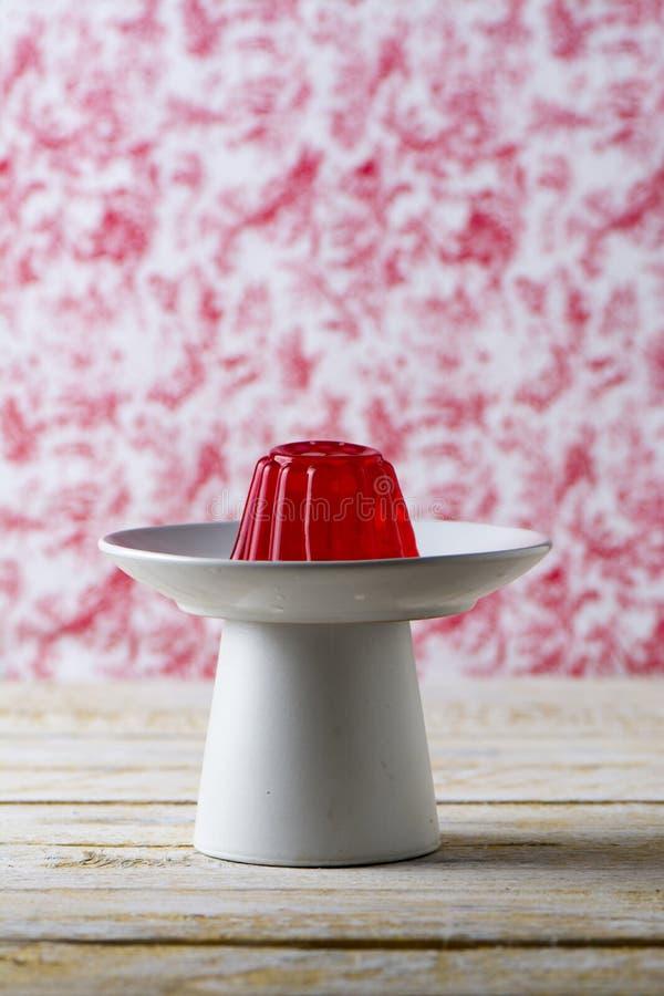 Roter Cherry Gelatin Dessert Homemade lizenzfreie stockfotografie