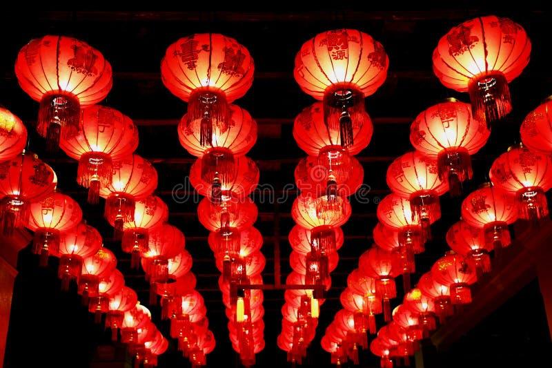 Roter chinesischer Laternenfall im Hotel, Phuket, Thailand lizenzfreie stockbilder