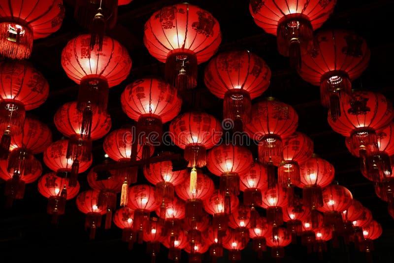 Roter chinesischer Laternenfall im Hotel, Phuket, Thailand stockbild
