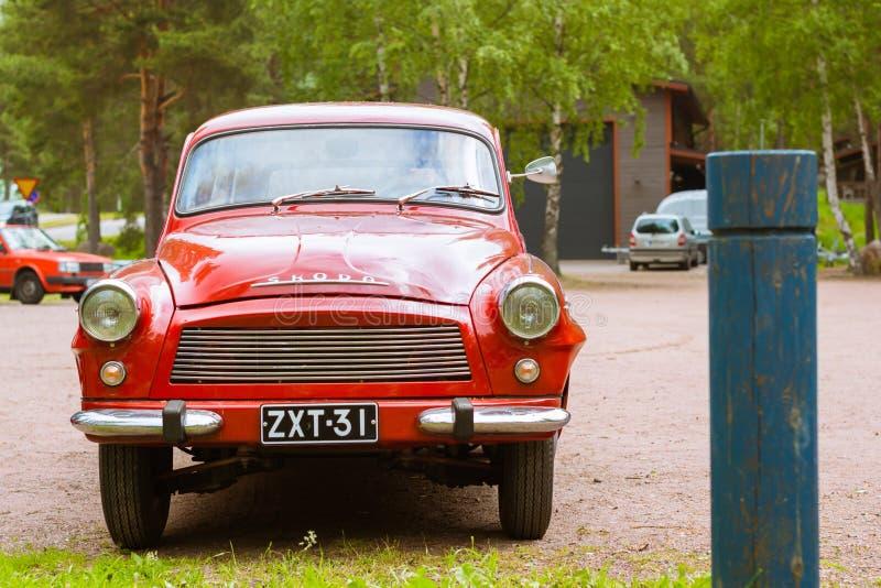 Roter Coupélastwagen Skodas Felicia, Retro-verein des tschechischen Autoherstellers stockfotografie