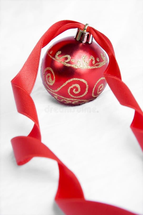 Roter Farbband-Weihnachtsflitter lizenzfreie stockbilder